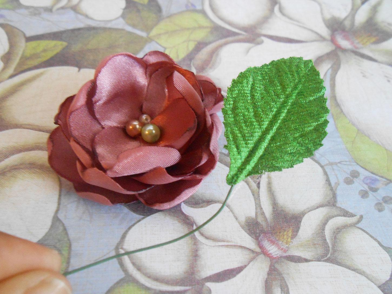 flor-con-hoja-de-terciopelo