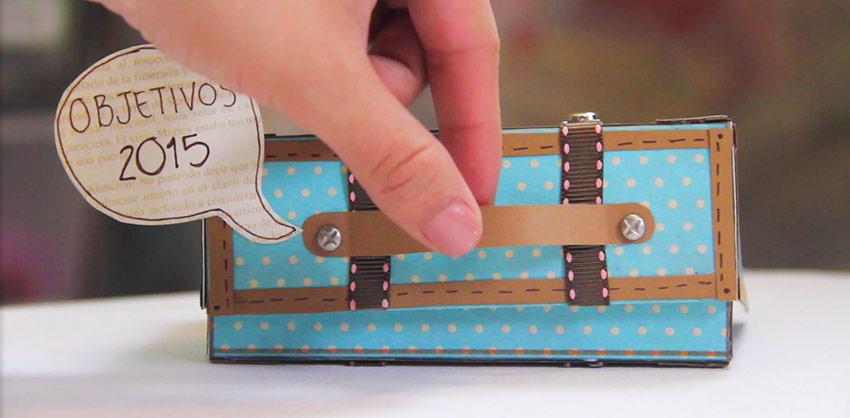 manualidades-con-papel-maleta-craftingeek