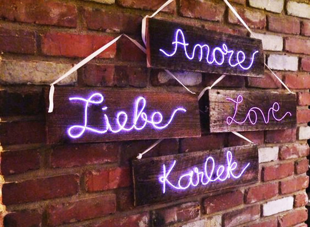 neon-sing-love