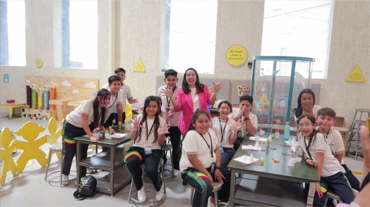 Tuve una sesión de fotos en el Papalote Museo del Niño, pude platicar con ustedes Crafters y tomarme fotos | I did a photo shoot in the Papalote Museo del Niño, I could talk with you crafters and take pictures.